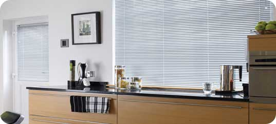 aluminium jalousien 25mm nach ma online shop rollos alu jalousien bestellen. Black Bedroom Furniture Sets. Home Design Ideas