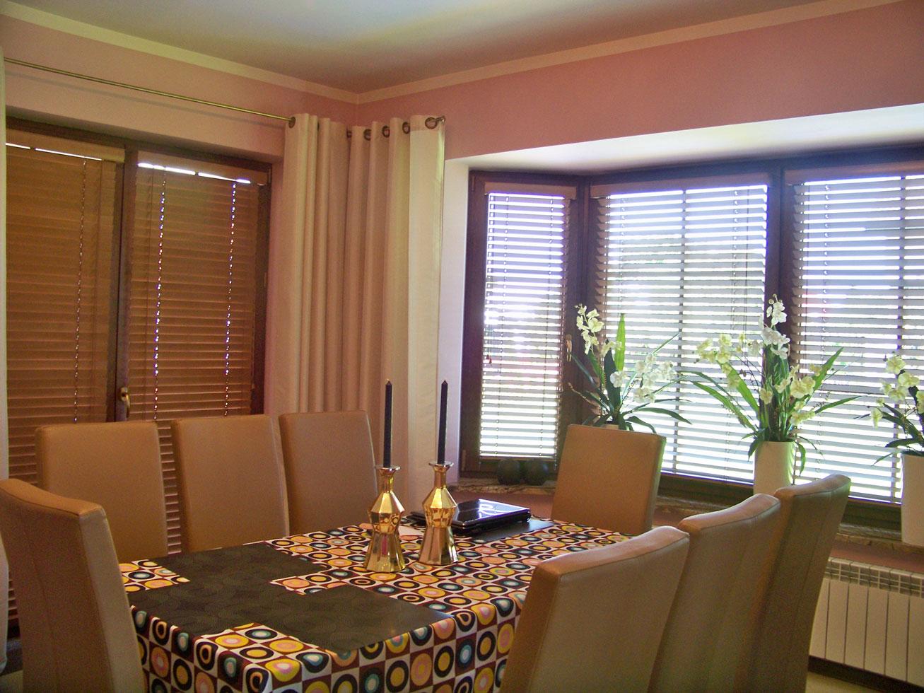 holz jalousien 50mm nach ma online shop rollos holzjalousien bestellen. Black Bedroom Furniture Sets. Home Design Ideas